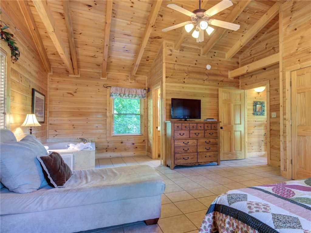 Photo of a Pigeon Forge Cabin named Topsy - This is the ninth photo in the set.