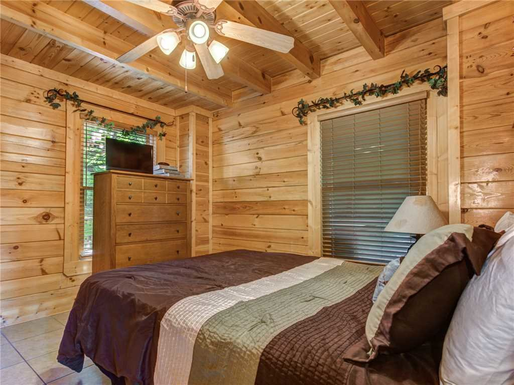 Photo of a Pigeon Forge Cabin named Topsy - This is the fifteenth photo in the set.