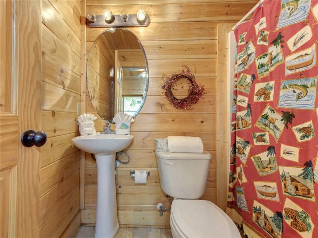 Photo of a Pigeon Forge Cabin named Topsy - This is the twentieth photo in the set.