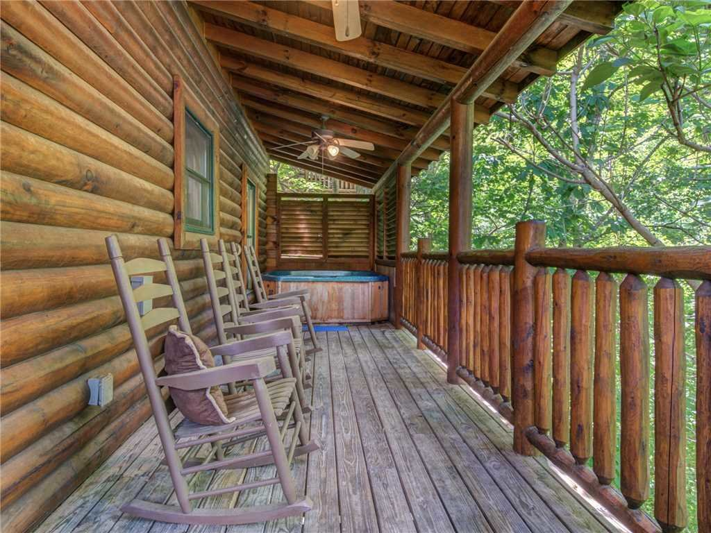 Photo of a Pigeon Forge Cabin named Topsy - This is the twenty-second photo in the set.