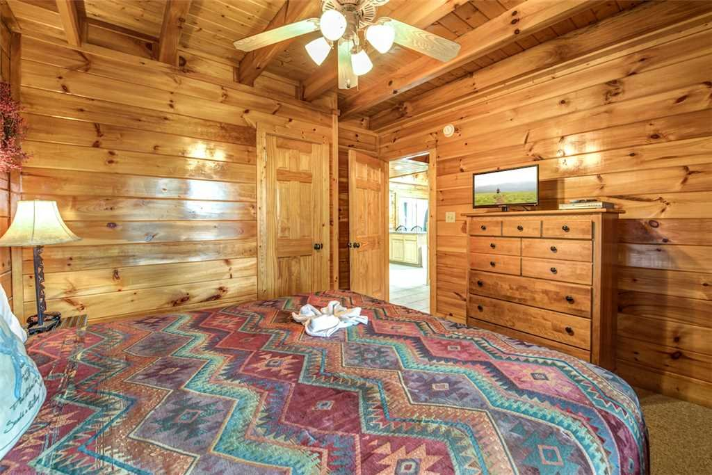 Photo of a Pigeon Forge Cabin named Bear Creek Lodge Covered Bridge - This is the thirty-second photo in the set.