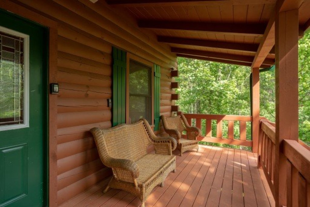 Photo of a Pigeon Forge Cabin named Mountain Breeze - This is the third photo in the set.