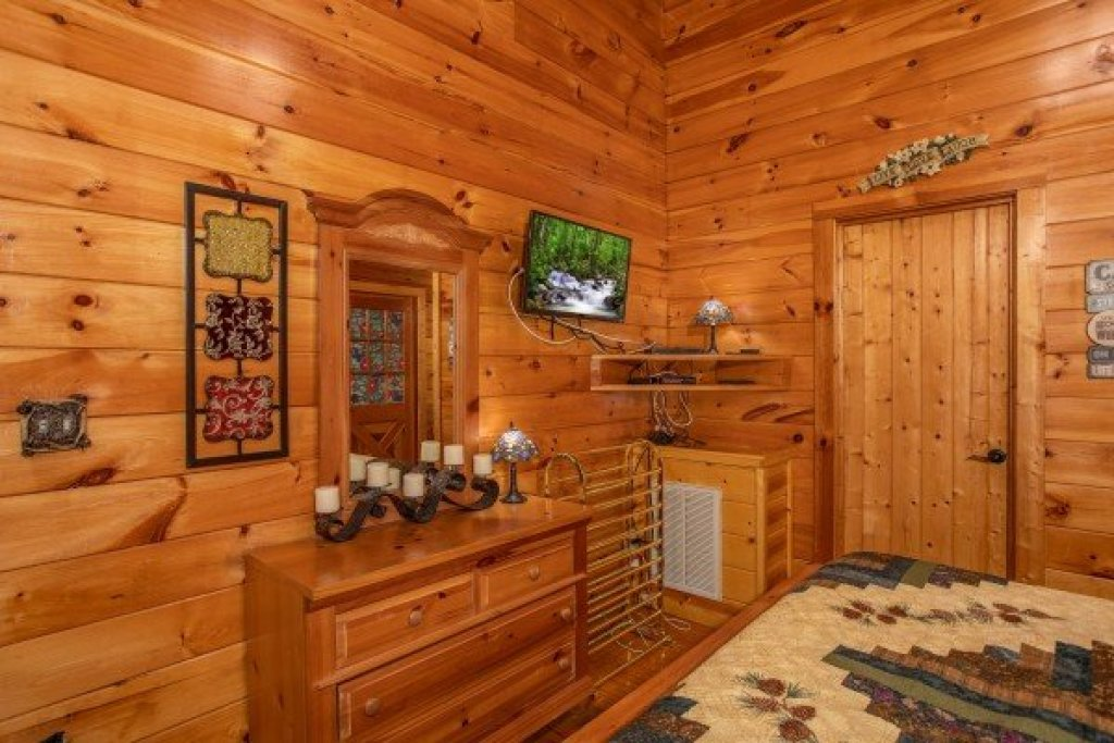 Photo of a Pigeon Forge Cabin named Mountain Breeze - This is the tenth photo in the set.