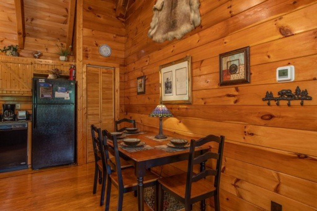 Photo of a Pigeon Forge Cabin named Mountain Breeze - This is the seventh photo in the set.