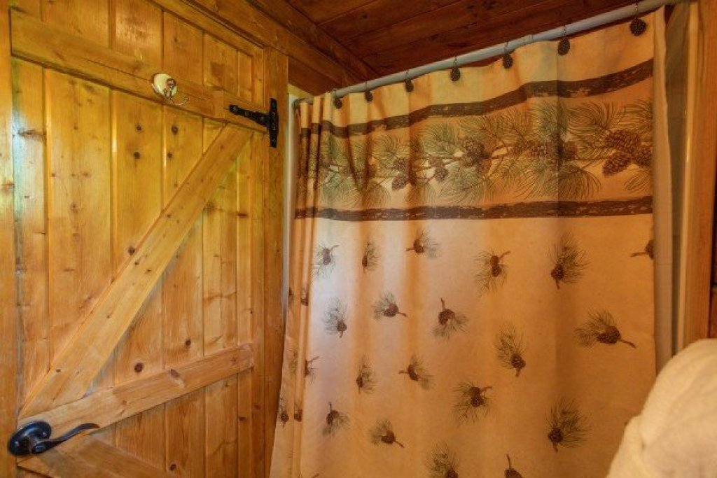 Photo of a Pigeon Forge Cabin named Mountain Breeze - This is the twelfth photo in the set.