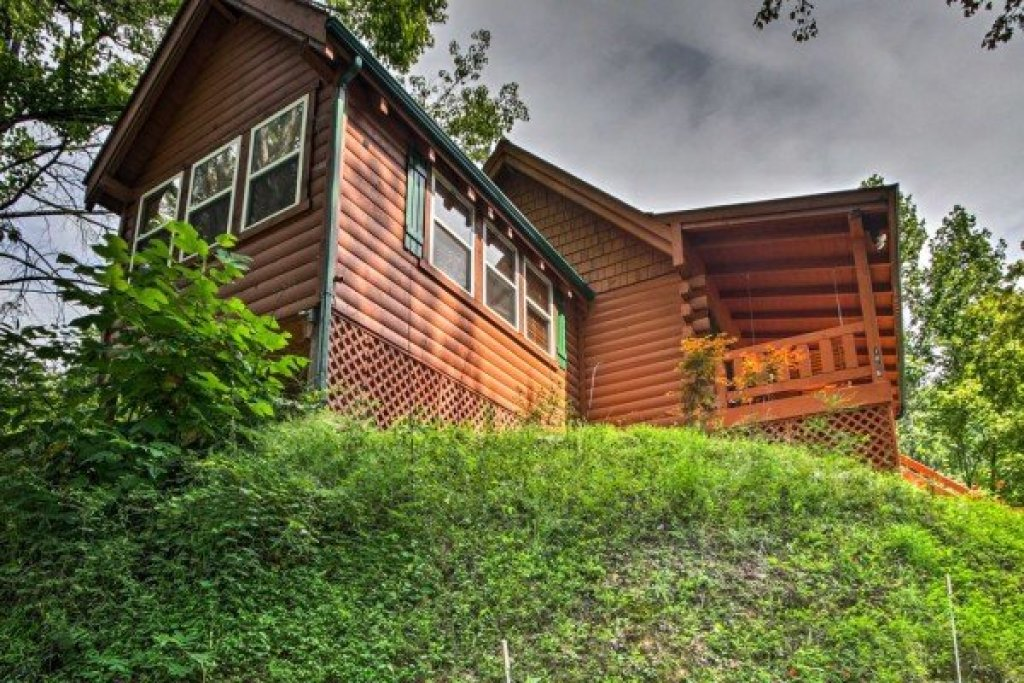 Photo of a Pigeon Forge Cabin named Mountain Breeze - This is the seventeenth photo in the set.