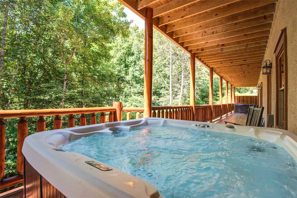 Photo of a Pigeon Forge Cabin named Sherwood Splash Lodge - This is the third photo in the set.
