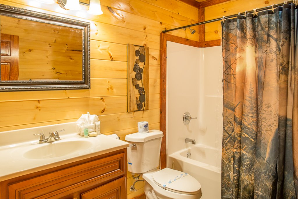 Photo of a Pigeon Forge Cabin named Sherwood Splash Lodge - This is the thirty-fourth photo in the set.