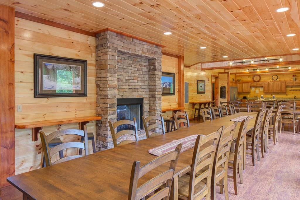 Photo of a Pigeon Forge Cabin named Sherwood Splash Lodge - This is the sixth photo in the set.