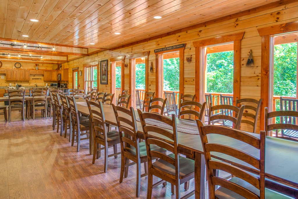 Photo of a Pigeon Forge Cabin named Sherwood Splash Lodge - This is the seventh photo in the set.
