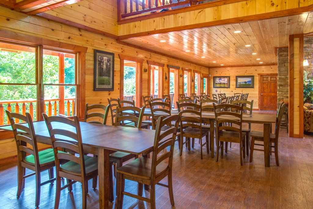 Photo of a Pigeon Forge Cabin named Sherwood Splash Lodge - This is the eighth photo in the set.
