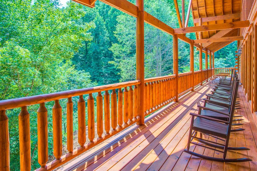 Photo of a Pigeon Forge Cabin named Sherwood Splash Lodge - This is the thirty-seventh photo in the set.