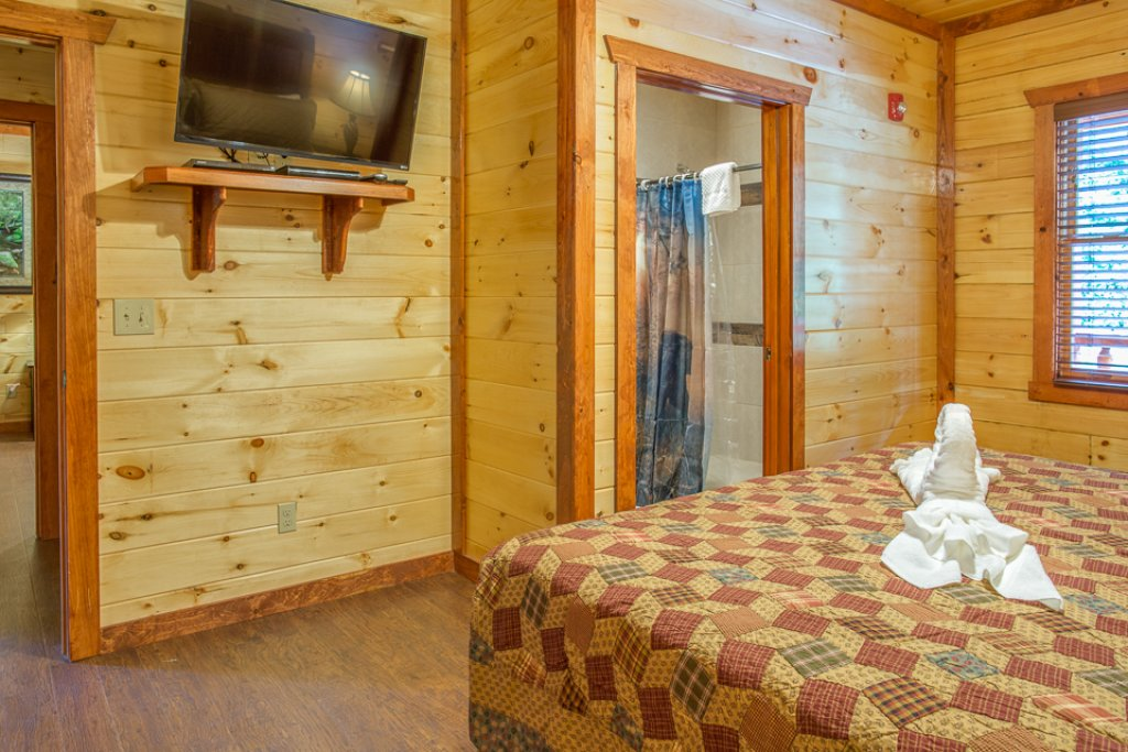 Photo of a Pigeon Forge Cabin named Sherwood Splash Lodge - This is the twenty-seventh photo in the set.