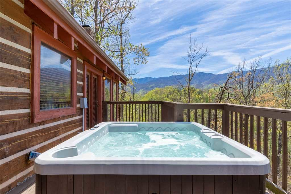 Photo of a Gatlinburg Cabin named Bearly Heaven - This is the twenty-seventh photo in the set.