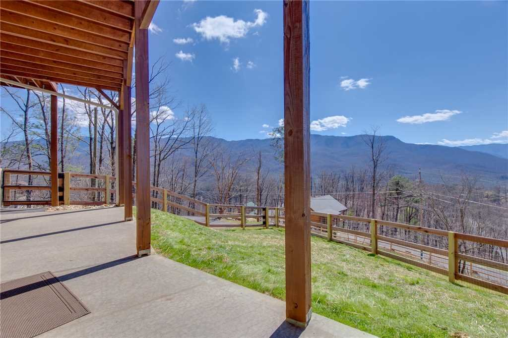 Photo of a Gatlinburg Cabin named Eagles View - This is the thirty-second photo in the set.