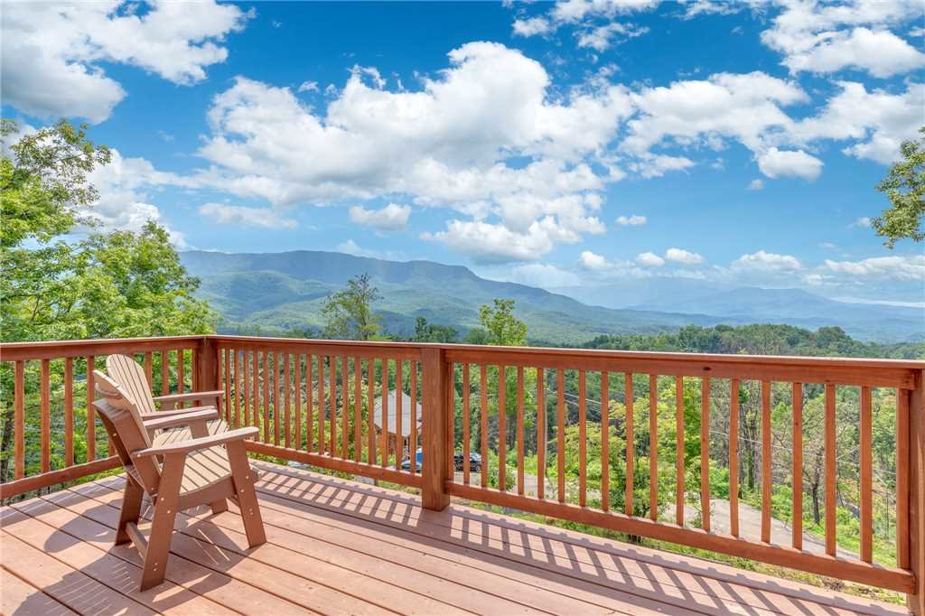 Photo of a Gatlinburg Cabin named Eagles View - This is the first photo in the set.