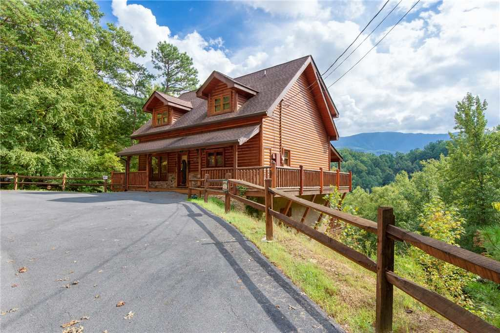 Photo of a Gatlinburg Cabin named Changes In Latitude - This is the first photo in the set.