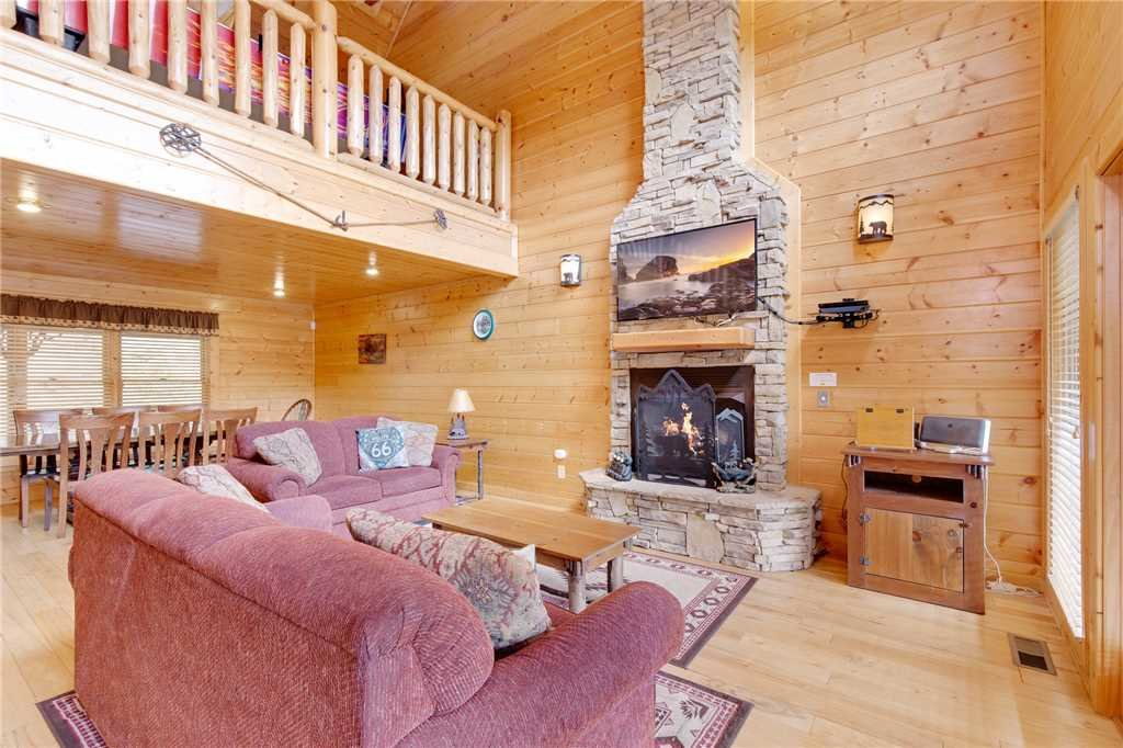 Photo of a Gatlinburg Cabin named Changes In Latitude - This is the fifth photo in the set.
