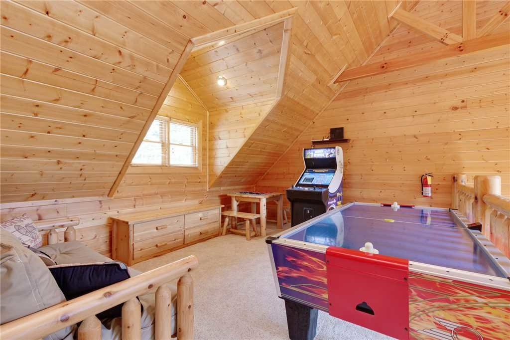 Photo of a Gatlinburg Cabin named Changes In Latitude - This is the thirteenth photo in the set.
