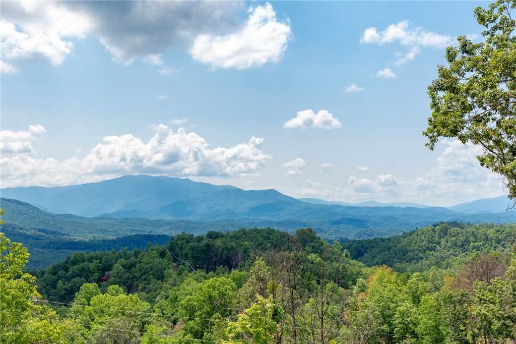 Photo of a Gatlinburg Cabin named Eagles View - This is the thirty-fourth photo in the set.