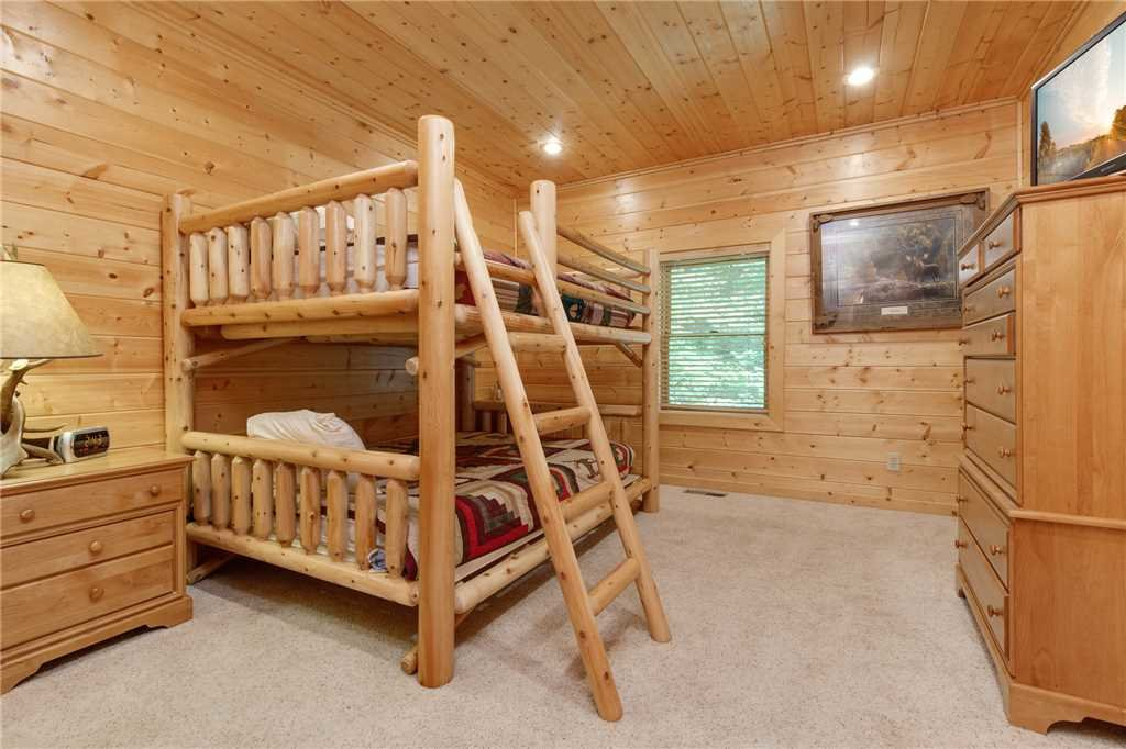 Photo of a Gatlinburg Cabin named Changes In Latitude - This is the twenty-seventh photo in the set.