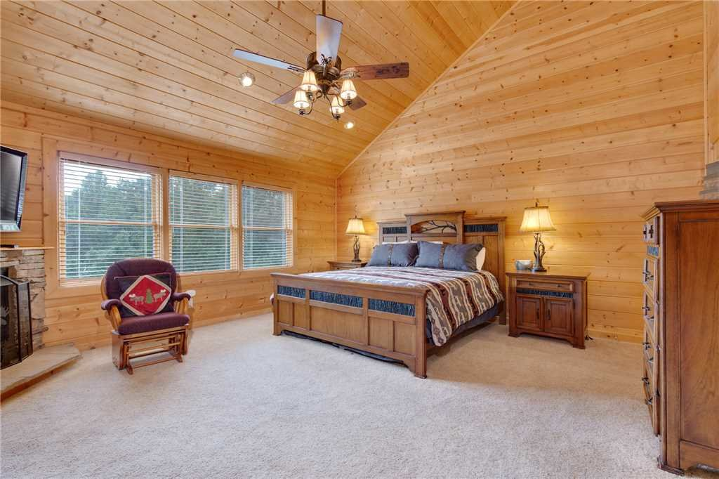 Photo of a Gatlinburg Cabin named Changes In Latitude - This is the eighteenth photo in the set.