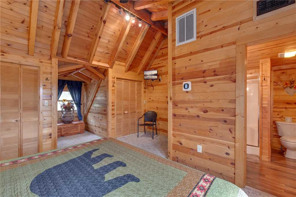 Photo of a Gatlinburg Cabin named Bear View - This is the fifteenth photo in the set.