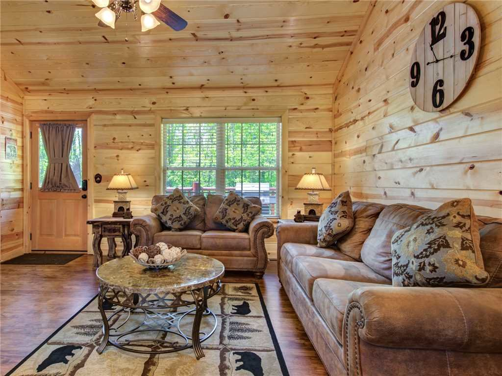 Photo of a Sevierville Cabin named Knotty By Nature - This is the fifth photo in the set.