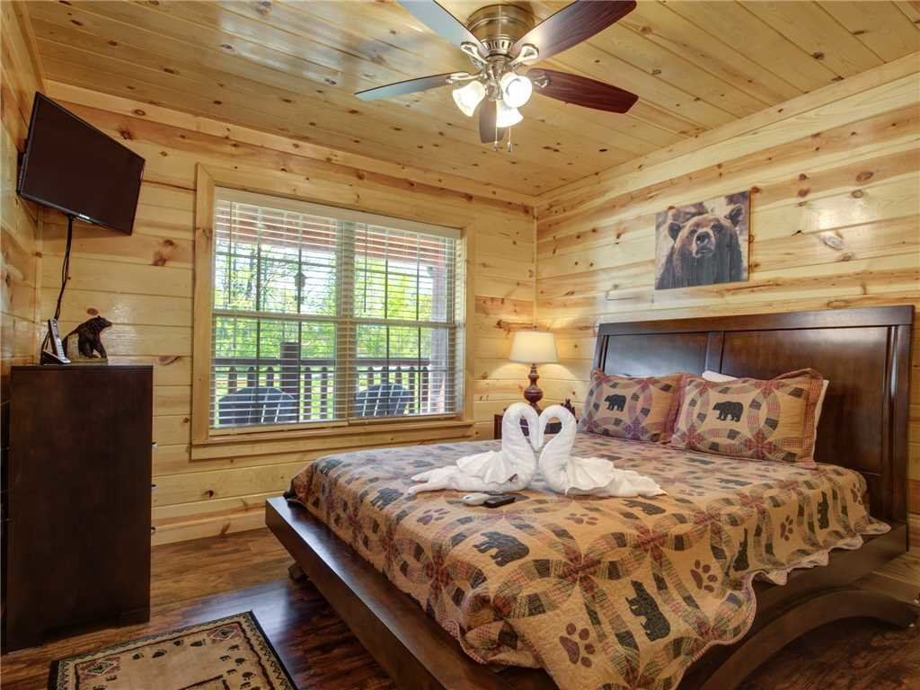 Photo of a Sevierville Cabin named Knotty By Nature - This is the twelfth photo in the set.