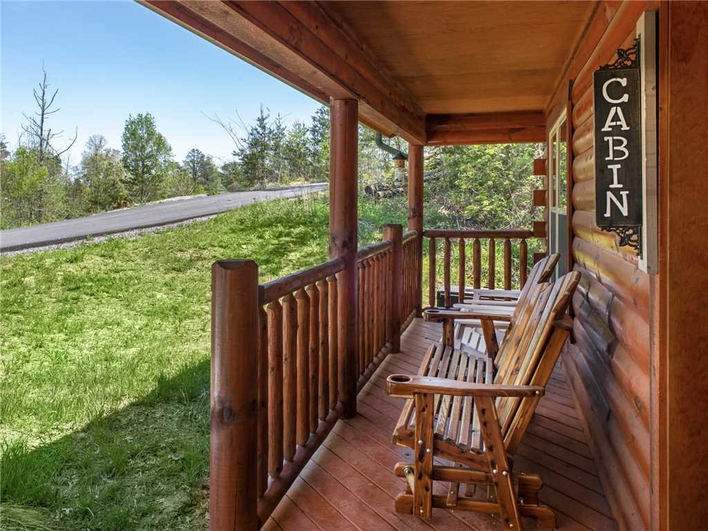 Photo of a Sevierville Cabin named Knotty By Nature - This is the third photo in the set.