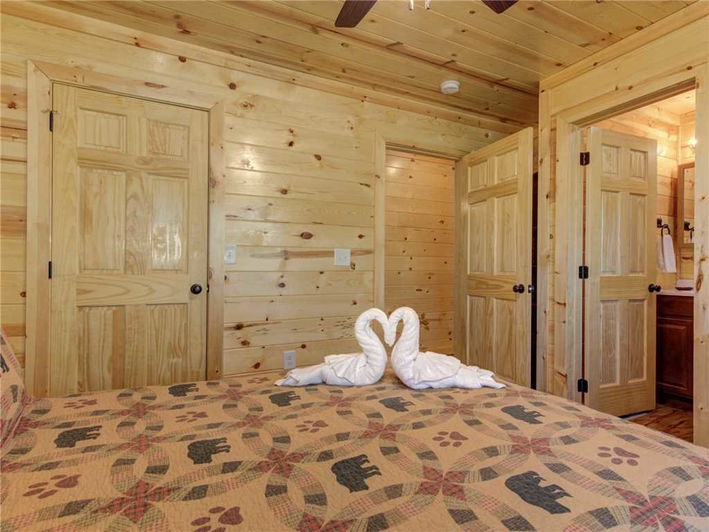 Photo of a Sevierville Cabin named Knotty By Nature - This is the fourteenth photo in the set.
