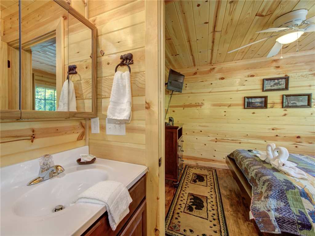 Photo of a Sevierville Cabin named Knotty By Nature - This is the twenty-first photo in the set.
