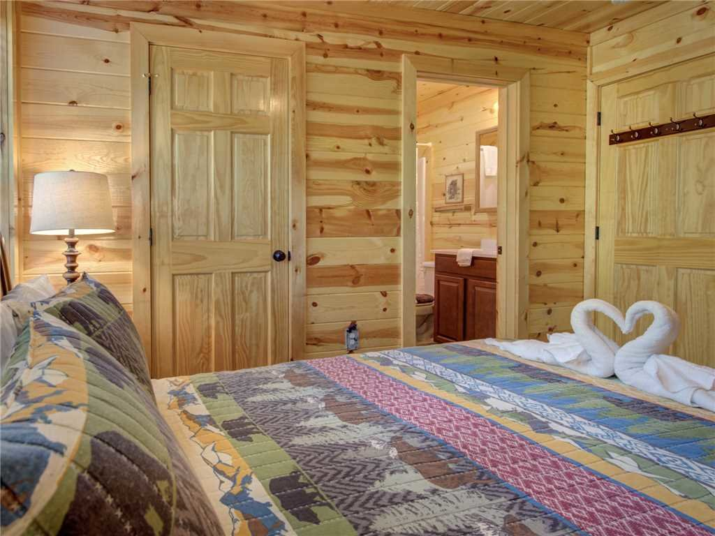 Photo of a Sevierville Cabin named Knotty By Nature - This is the nineteenth photo in the set.