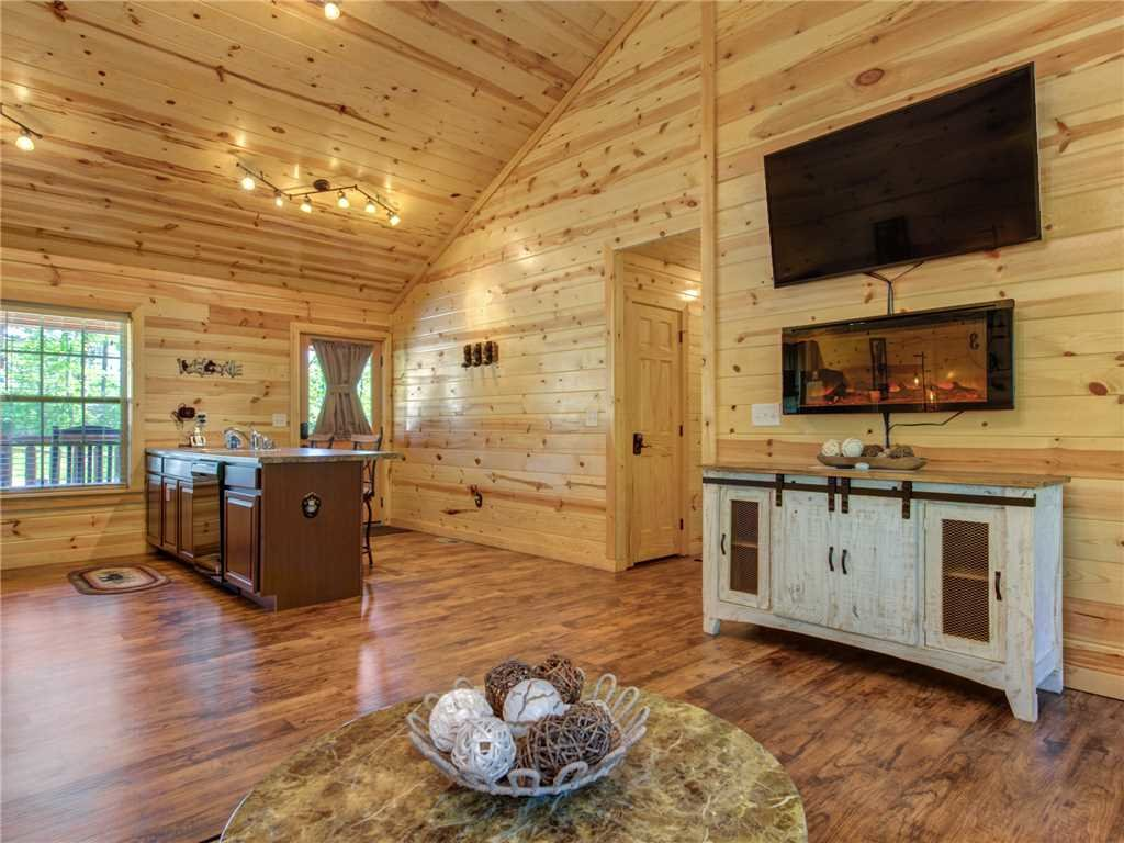 Photo of a Sevierville Cabin named Knotty By Nature - This is the sixth photo in the set.