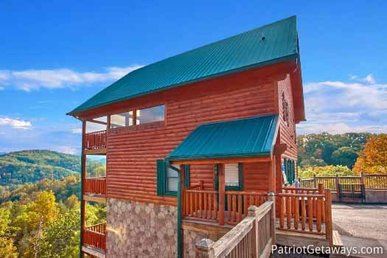 4 Bedroom, 4 Bath Luxury Cabin For 10 With An Incredible Mountain View.