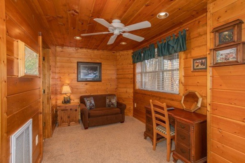 Photo of a Gatlinburg Cabin named Shiloh - This is the seventeenth photo in the set.