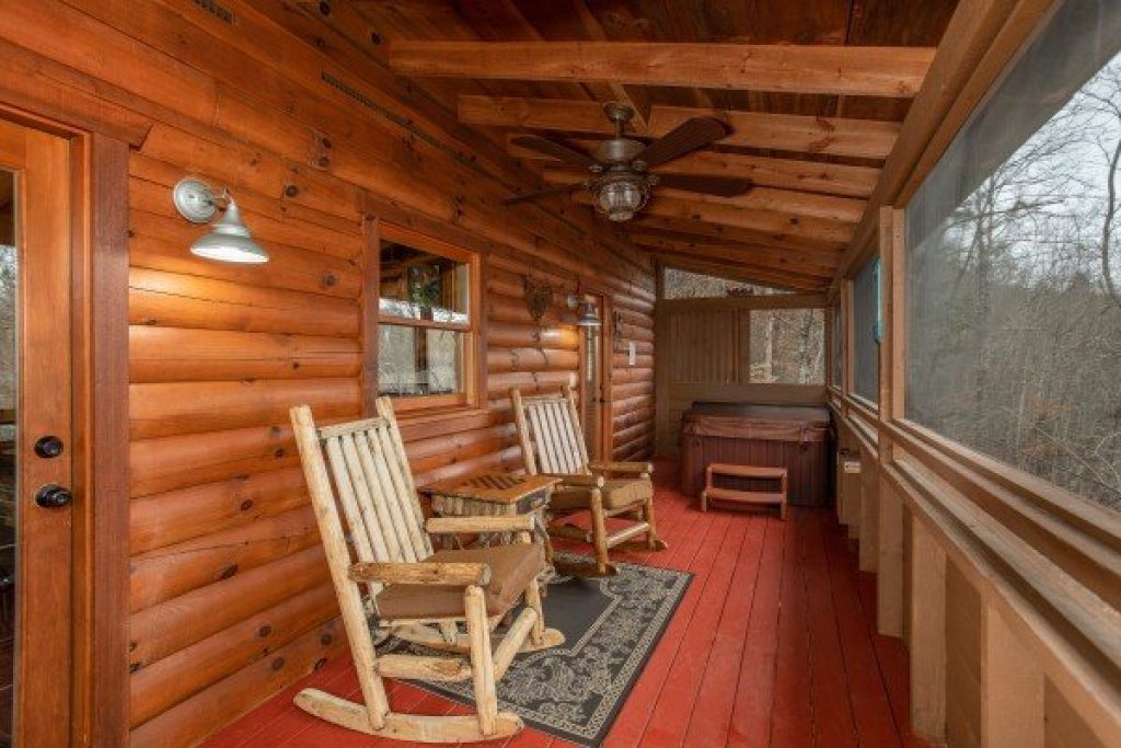 Photo of a Sevierville Cabin named Fowl Play - This is the fifteenth photo in the set.