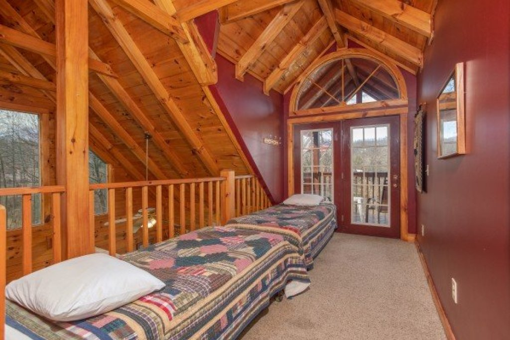 Photo of a Gatlinburg Cabin named Shiloh - This is the twenty-second photo in the set.