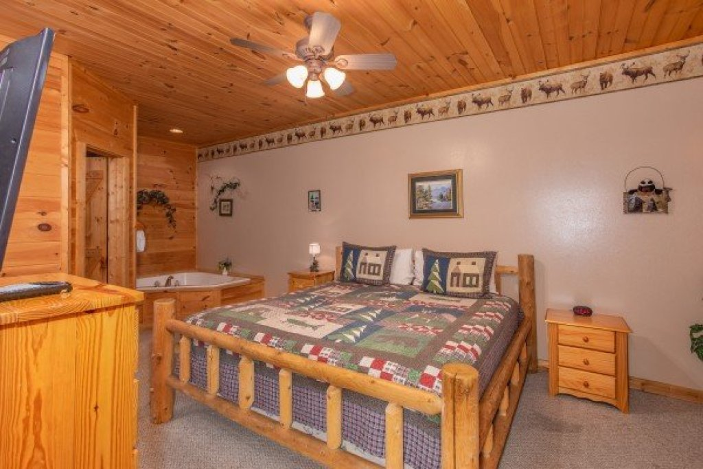 Photo of a Sevierville Cabin named Bearly In The Mountains - This is the tenth photo in the set.
