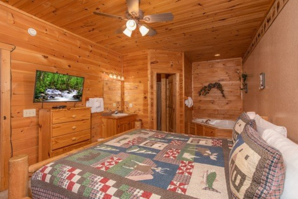 Photo of a Sevierville Cabin named Bearly In The Mountains - This is the eleventh photo in the set.