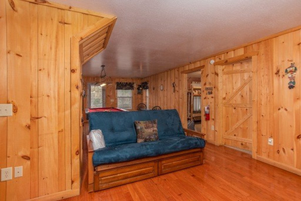 Photo of a Sevierville Cabin named Bearly In The Mountains - This is the sixteenth photo in the set.