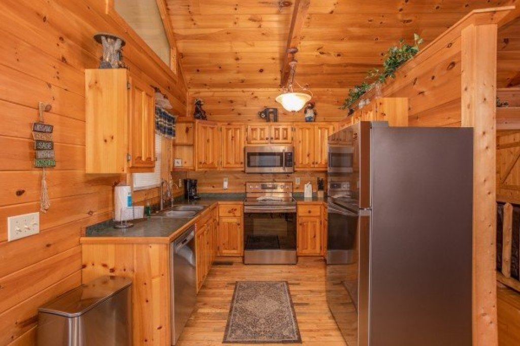 Photo of a Sevierville Cabin named Bearly In The Mountains - This is the fifth photo in the set.