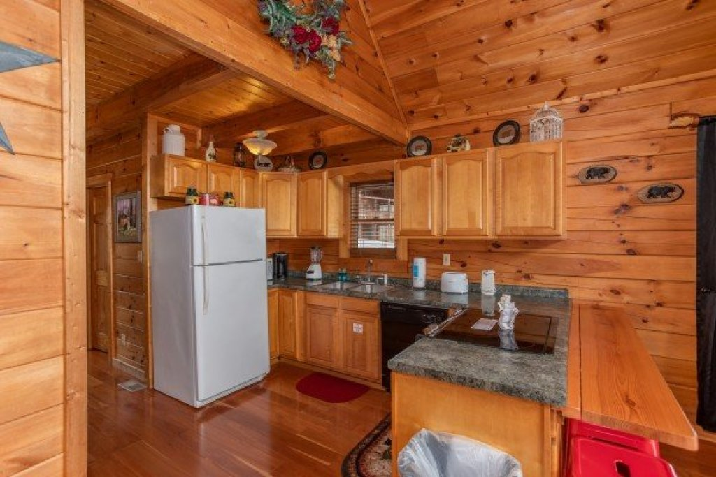 Photo of a Pigeon Forge Cabin named Hibernation Station - This is the seventh photo in the set.