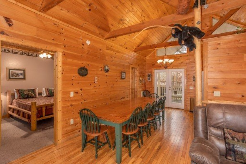 Photo of a Sevierville Cabin named Bearly In The Mountains - This is the fourth photo in the set.