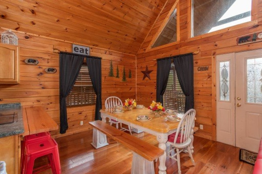 Photo of a Pigeon Forge Cabin named Hibernation Station - This is the fifth photo in the set.