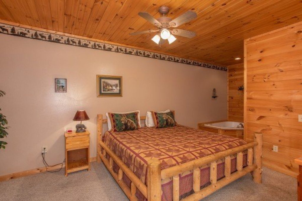 Photo of a Sevierville Cabin named Bearly In The Mountains - This is the sixth photo in the set.
