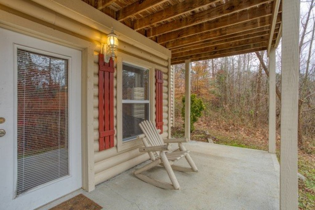 Photo of a Sevierville Cabin named Bearly In The Mountains - This is the twenty-fifth photo in the set.