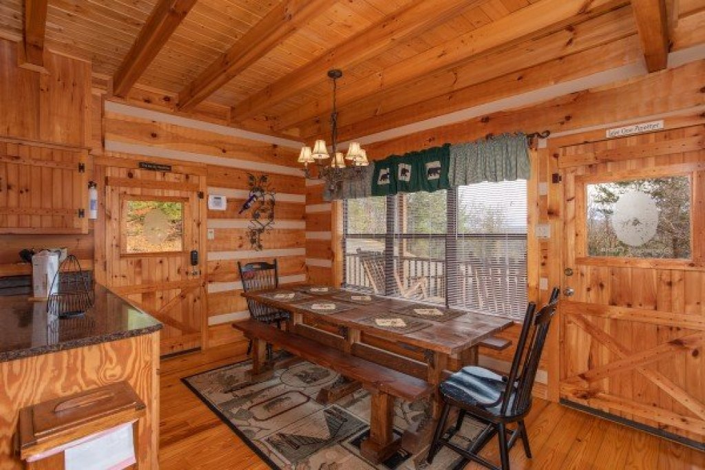 Photo of a Sevierville Cabin named Oh The View - This is the seventh photo in the set.