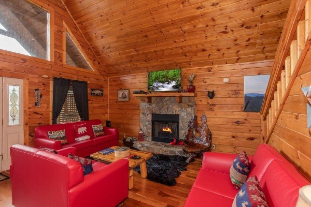 Photo of a Pigeon Forge Cabin named Hibernation Station - This is the third photo in the set.