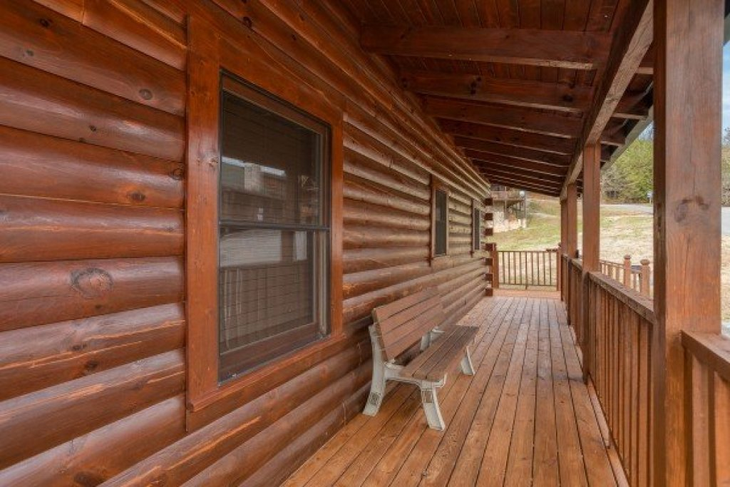 Photo of a Pigeon Forge Cabin named Hibernation Station - This is the tenth photo in the set.